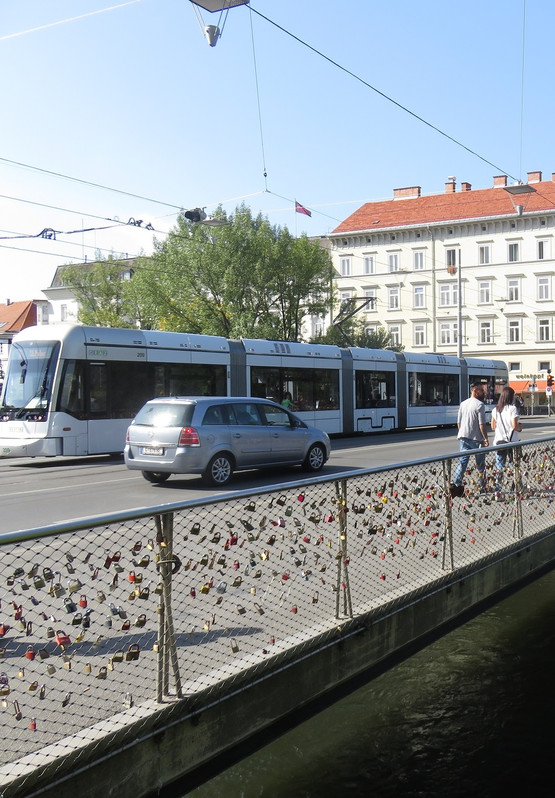 Verkehrsinfrastruktur am Mursteg in der Grazer Innenstadt